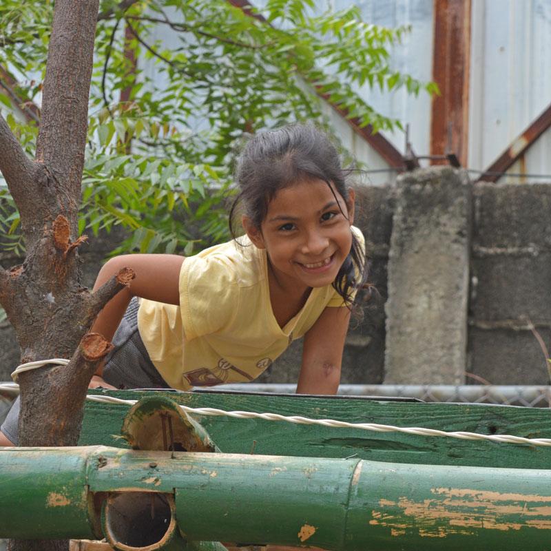 niña visita vivero fundacion la iguana